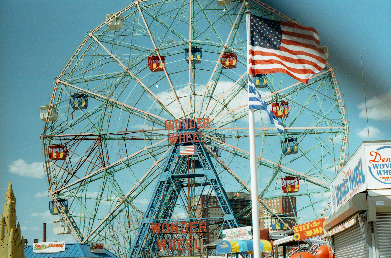 Wonder wheel and american flag